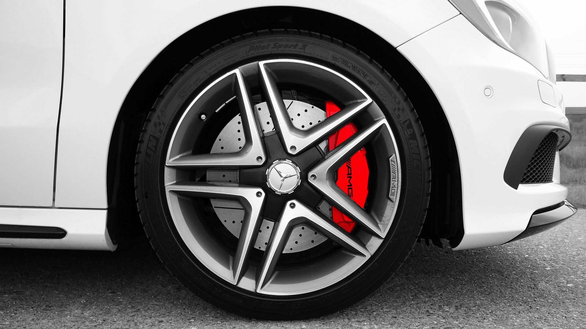 4 Signs Your Brakes Need to Be Fixed or Replaced Right Away